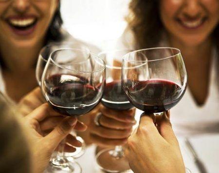 mujeres_vino_restaurante