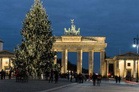alemania-berlin-puerta-brandenburg-navidad