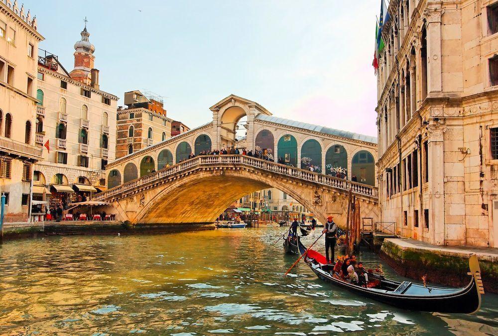 Foto del puente rialto venecia