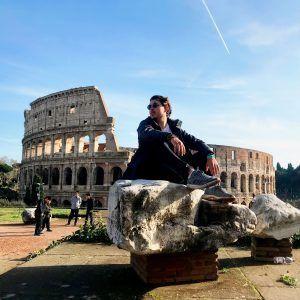 Foto chico en coliseum