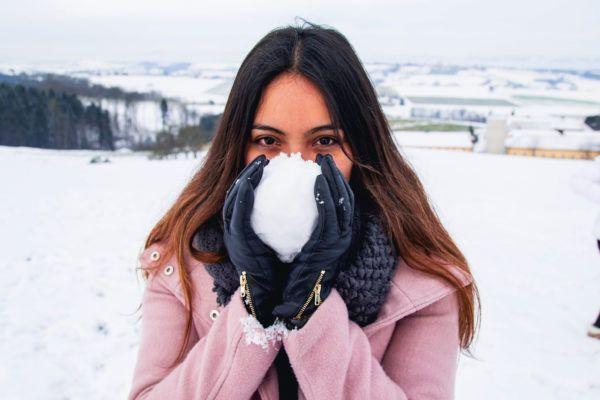Foto de chica en la nieve