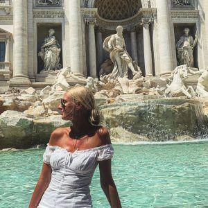 Chica en Roma, Fontana di Trevi en nuestros viajes en verano