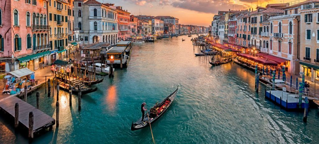 Venecia canales gondola