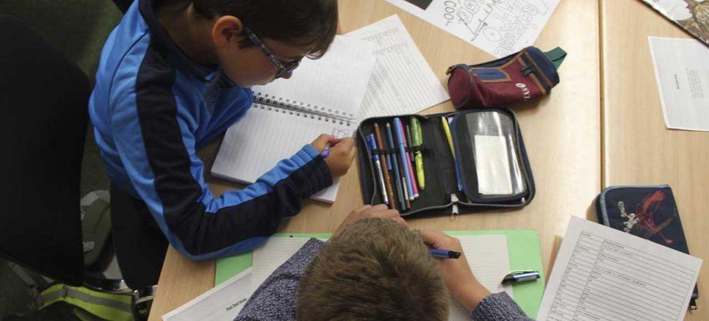 escocia-edimburgo-children studying mackenzie language school