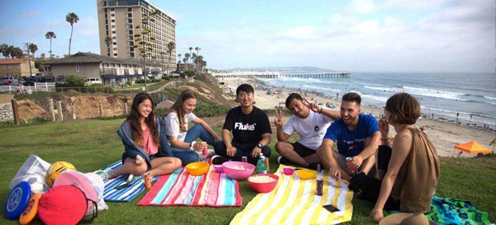 estados-unidos-san-diego-estudiantes-playa-grupo