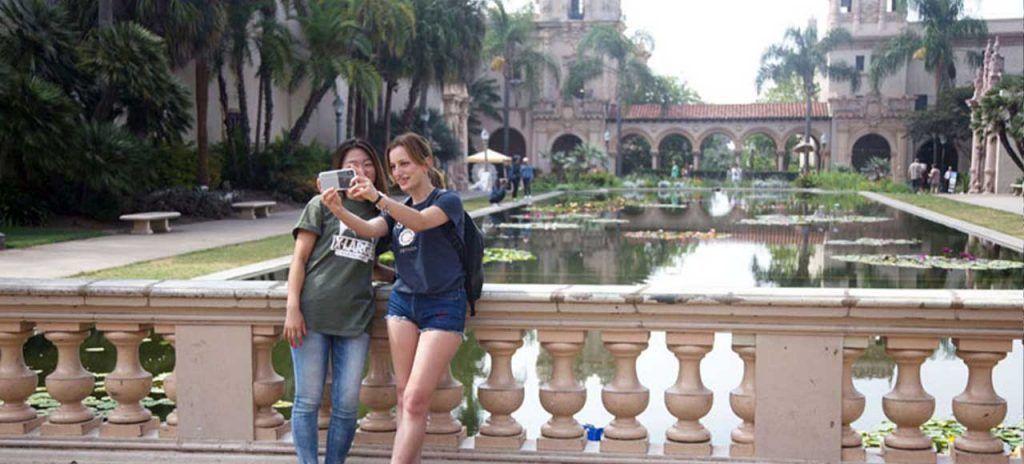estados-unidos-san-diego-estudiantes-sacando-fotos